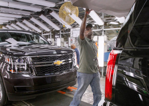Glenn Wilson inspects a 2015 Chevrolet Suburban in May 2014 at the General Motors Arlington, Texas, plant. (Mike Stone for Chevrolet/Copyright General Motors file)