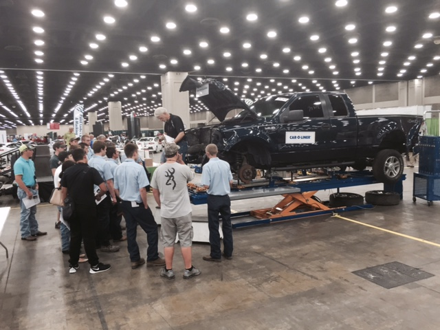 Structural orientation at Skills USA 2015. (Kye Yeung/Society of Collision Repair Specialists)