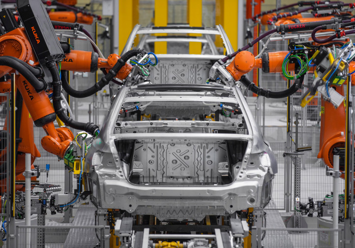 Carbon fiber can be found in the 7 Series' B- and C-pillars, rocker panels, roof bows and rails, transmission tunnel and rear deck of the 7 Series, which will be built in Dingolfing, Germany. (Provided by BMW)