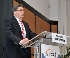 Axalta OEM technology global Director Klemens Bartmann speaks at the 28th International Conference on Automotive Body Finishing (SURCAR). (© Michel Johner/Provided by Axalta)