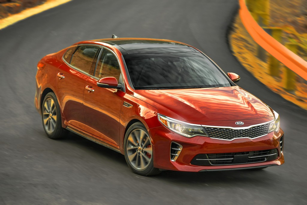 Adaptive headlights will come standard on the SX (pictured) and SXL versions of the 2016 Kia Optima. (Provided by Kia)