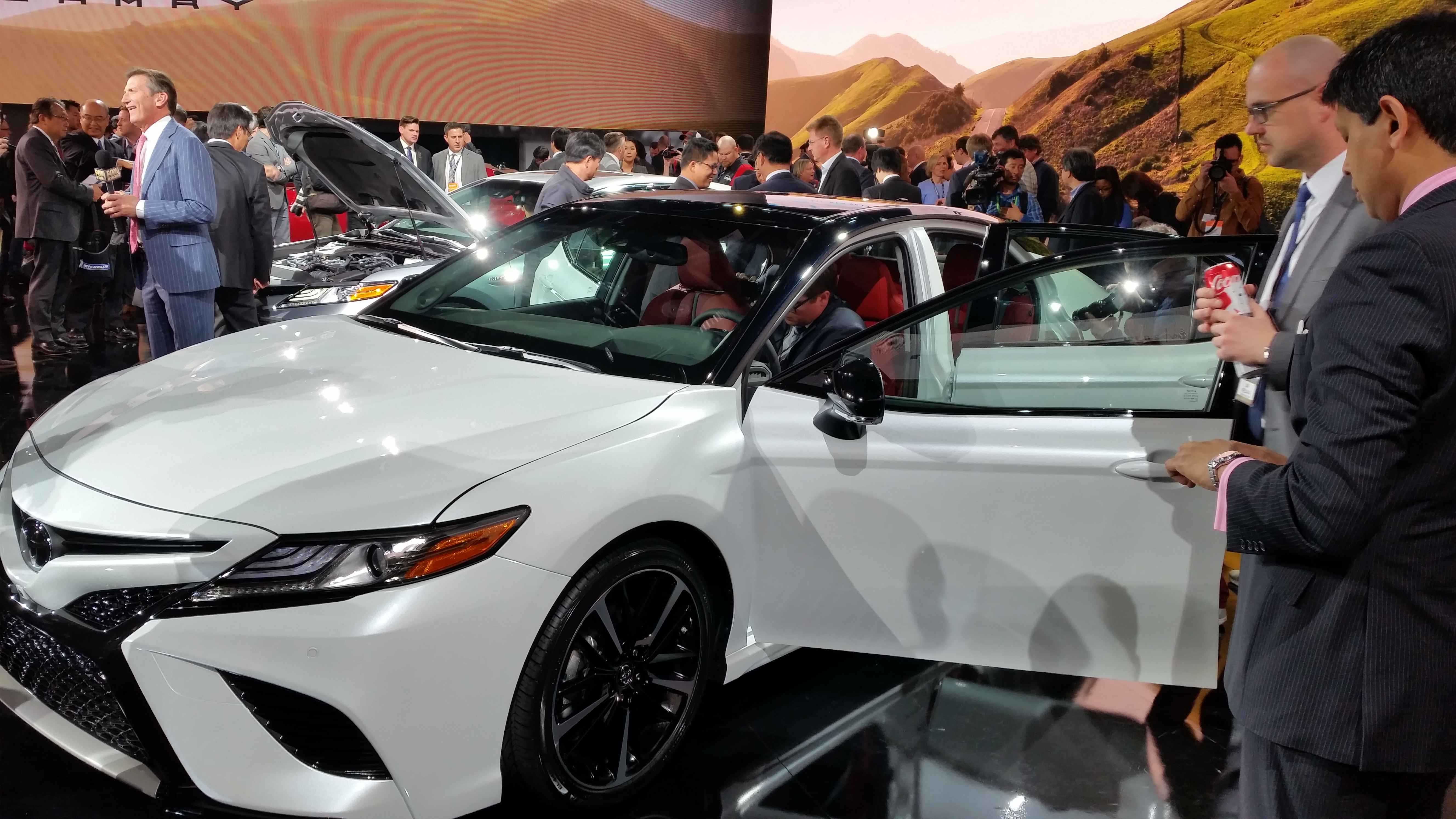 The Two Tone Option For 2018 Toyota Camry Is Shown John Huetter Repairer Driven News