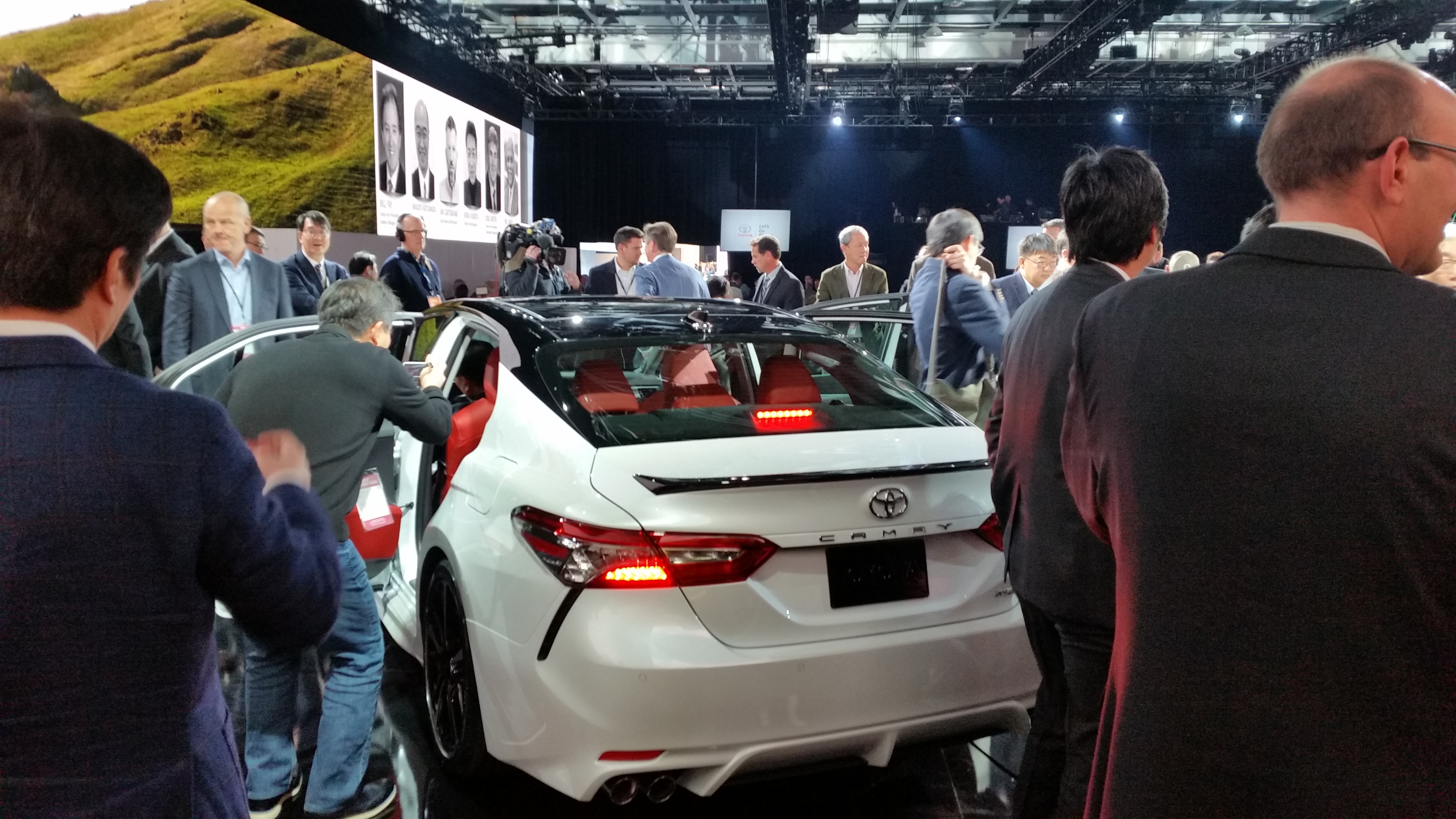 2018 toyota camry white. modren toyota the twotone option for the 2018 toyota camry is shown john  huetterrepairer driven news to toyota camry white