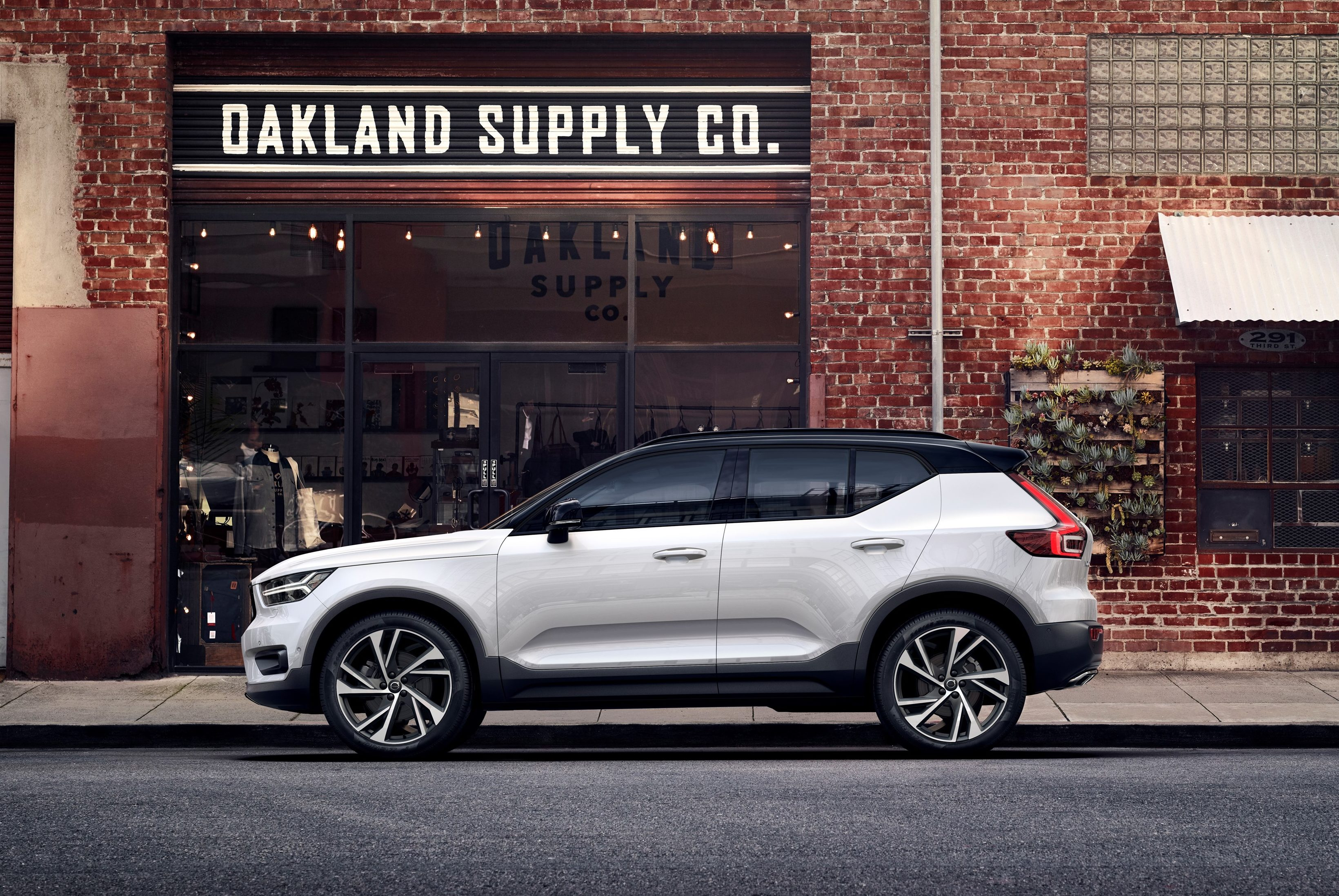 Different Suv Models >> Next-gen Volvo XC40 has two-tone option, exterior remains steel, offers all-inclusive ownership ...