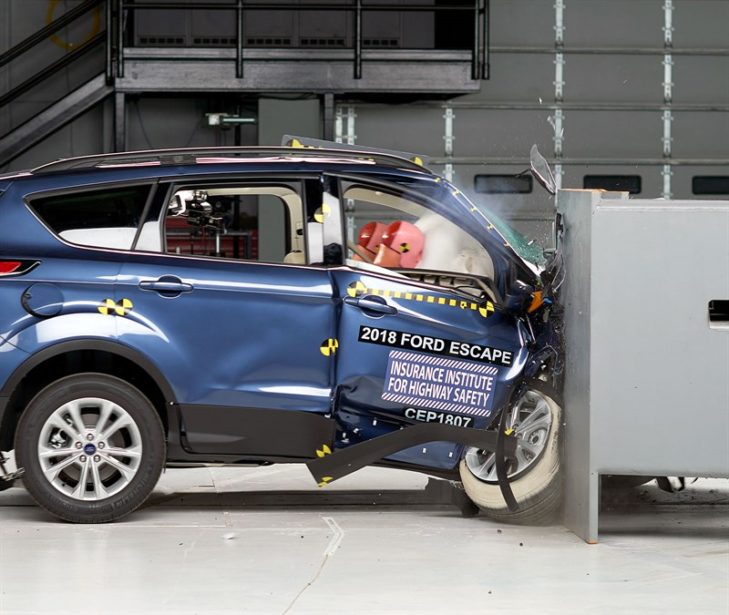 auto body shops might see biw engineering tweaks after iihs passenger side tests repairer. Black Bedroom Furniture Sets. Home Design Ideas