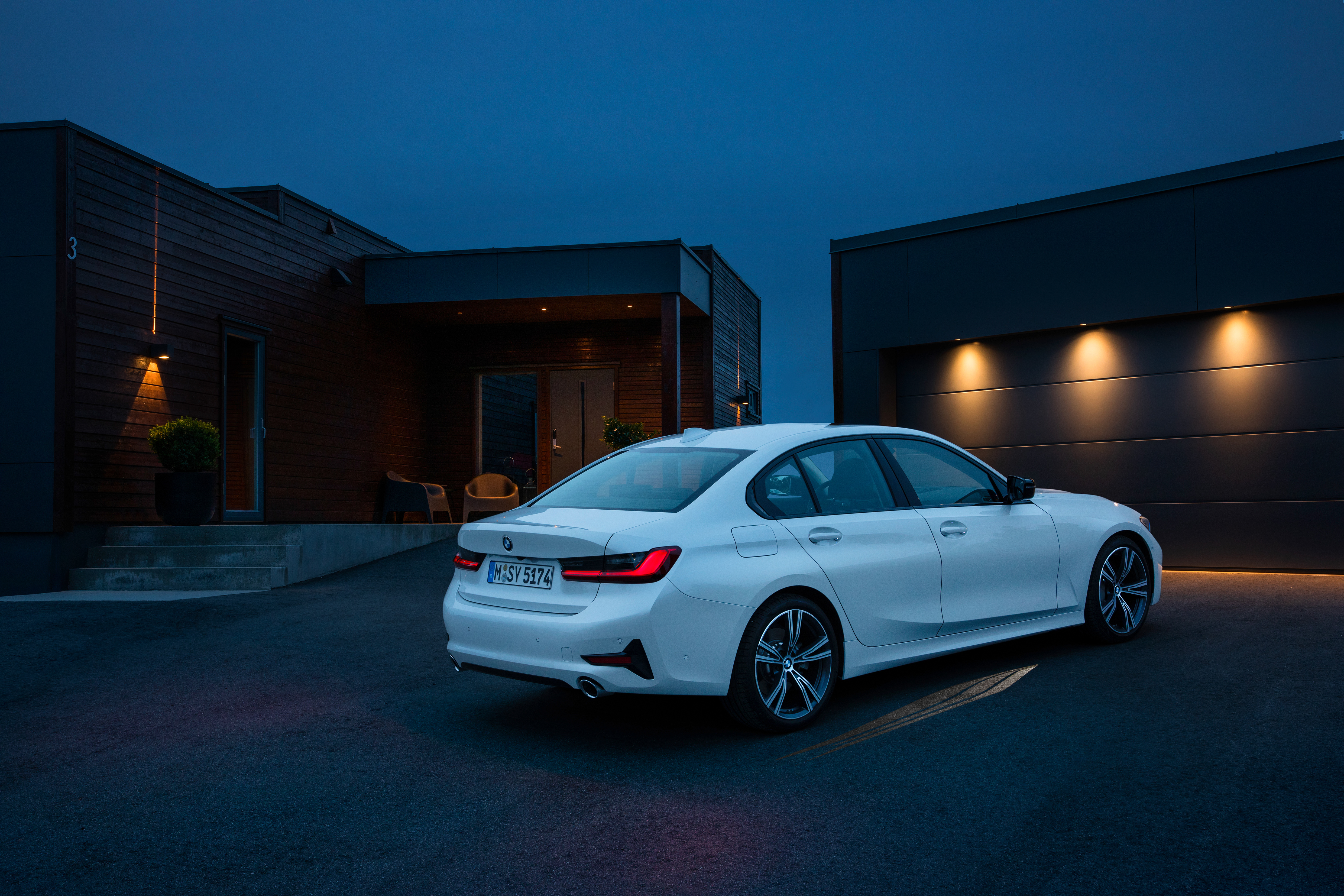 2019 BMW 3 Series has aluminum hood and fenders, slew of possible