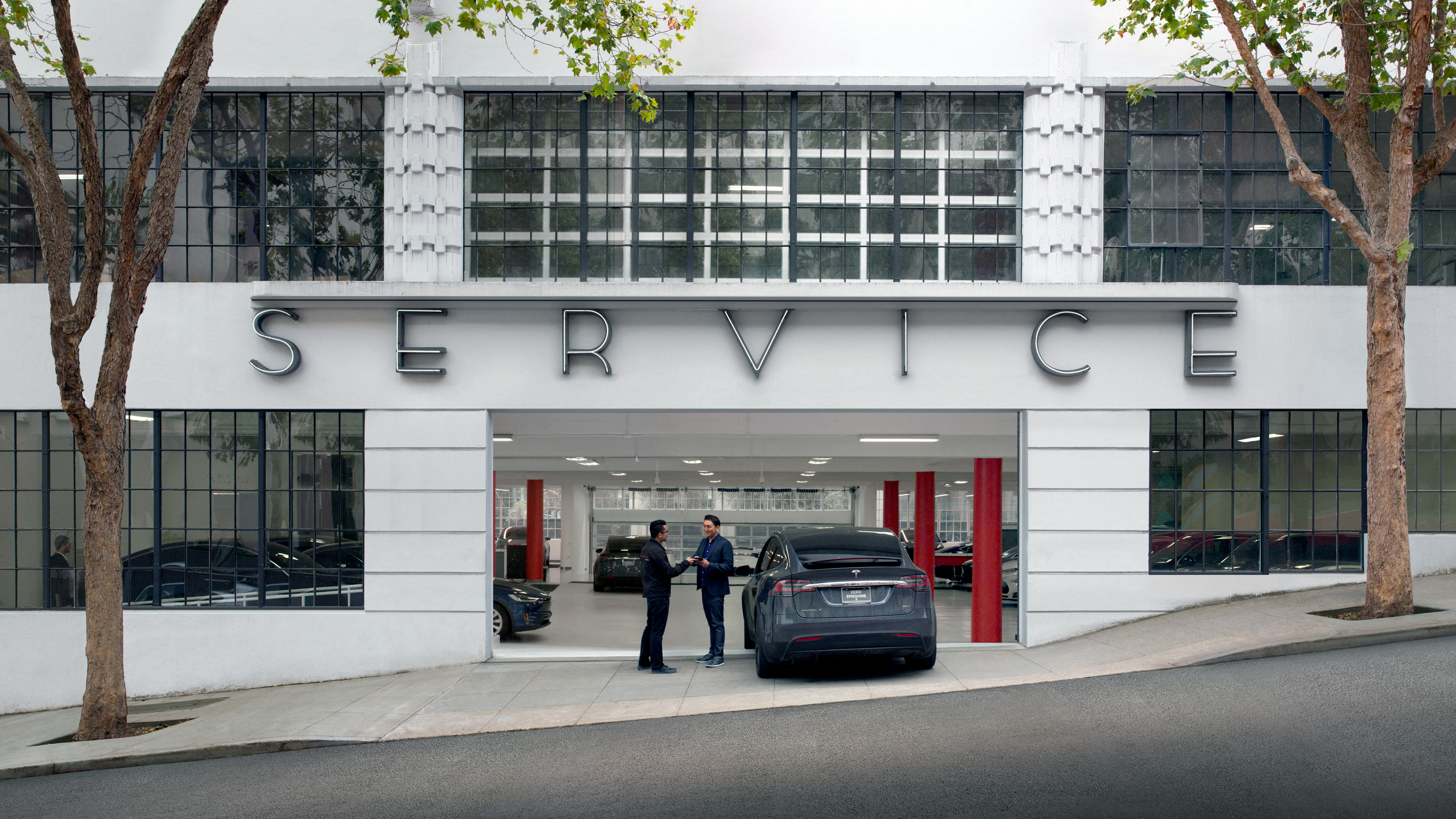 Musk: Tesla mobile service option replaced first bumper in